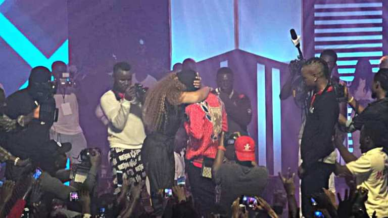 Shatta Wale Proposes Marriage To Michy (2)